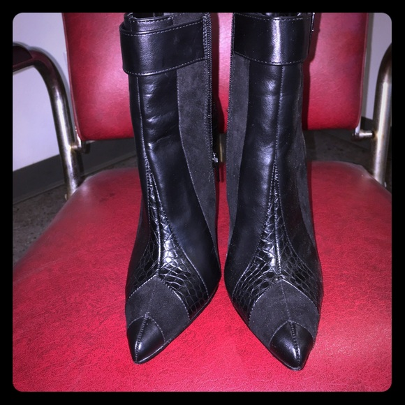Shoe Dazzle Shoes - Black heeled booties